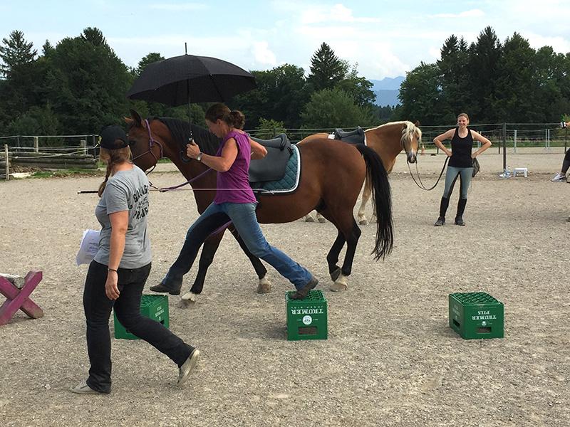 Meisterliche Synchonizität beim Mary Poppins Hindernislauf zeigten Claudia und Luca